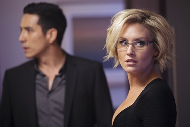 Gabriel Luna as Tony Bravo and Nicky Whelan as Annie Mason from the El Rey Network original series MATADOR episode 109