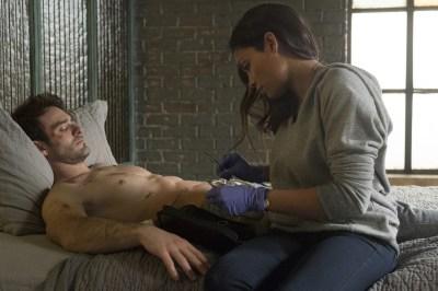 Charlie Cox Rosario Dawson Daredevil screenshot 4-30-15