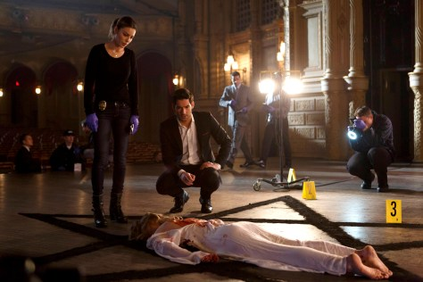 "LUCIFER: L-R: Lauren German and Tom Ellis in the ""#TeamLucifer"" episode of LUCIFER airing Monday, April 18 (9:01-10:00 PM ET/PT) on FOX. ©2016 Fox Broadcasting Co. CR: Michael Courtney/FOX"