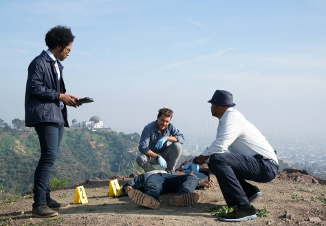 LETHAL WEAPON: Pictured L-R: Johnathan Fernandez, Clayne Crawford and Damon Wayans in the series premiere episode of LETHAL WEAPON airing Wednesday, Sept. 21 (8:00-9:00 PM ET/PT) on FOX. ©2016 Fox Broadcasting Co. CR: Richard Foreman/FOX