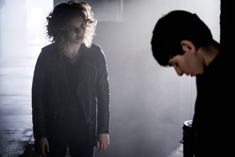 GOTHAM: L-R: Camren Bicondova and David Mazouz in theÒMad City: New Day RisingÓ episode of GOTHAM airing Monday, Oct. 10 (8:00-9:01 PM ET/PT) on FOX.  ©2016 Fox Broadcasting Co. Cr: Jessica Miglio/FOX.