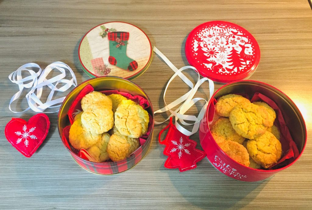 Homemade biscuits in tins - Christmas gifts for teachers