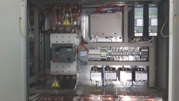 O interior de uma bateria de grandes dimensões/Inside a large battery/Inneres einer großen Batterie Solaranlage