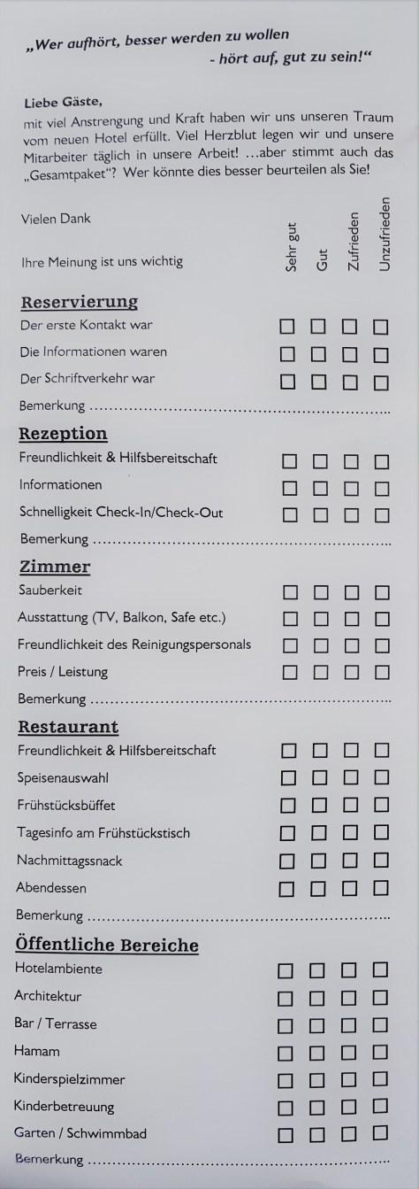 Fragebogen auf dem Hotelzimmer