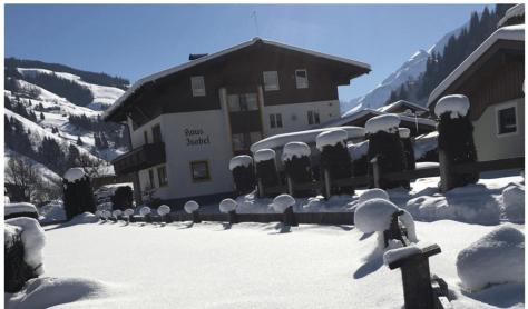 Wunderbarer Wintertag - Das Haus im Schatten