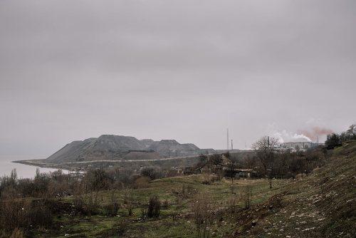 """Відвал Металургійного комбінату """"Азовсталь"""" на березі Азовського моря © Niels Ackermann / Lundi13"""