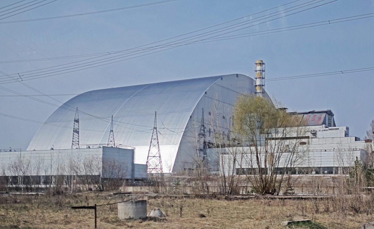 Арка над зруйнованим енергоблоком ЧАЕС