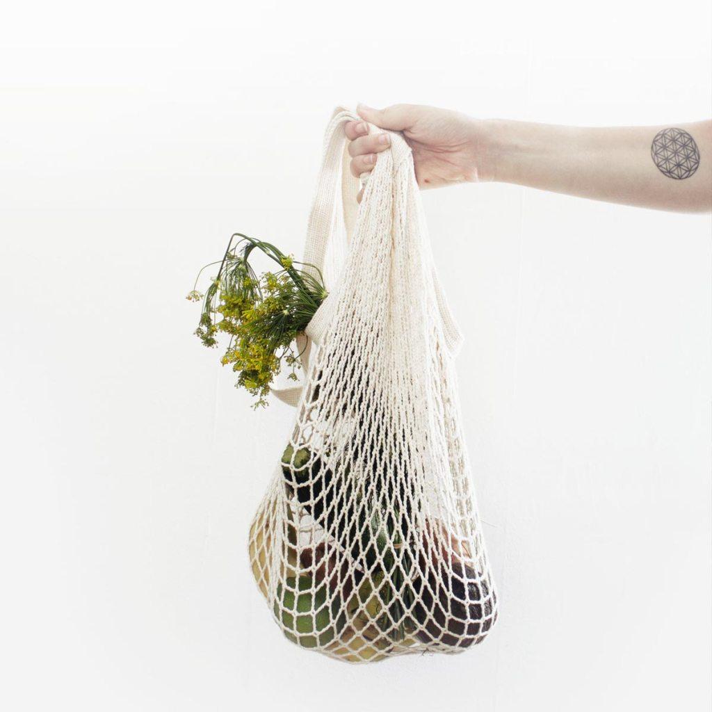 Купуйте товари та речі з низьким вуглецевим слідом, торба