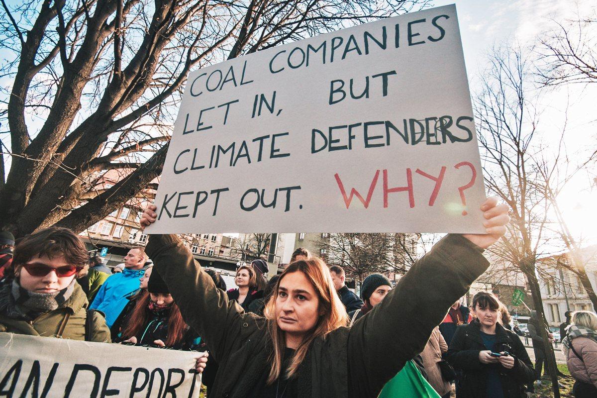 """""""Вугільні компанії впустили, а захисників клімату – ні. Чому?"""" Фото Олени Ангелової"""