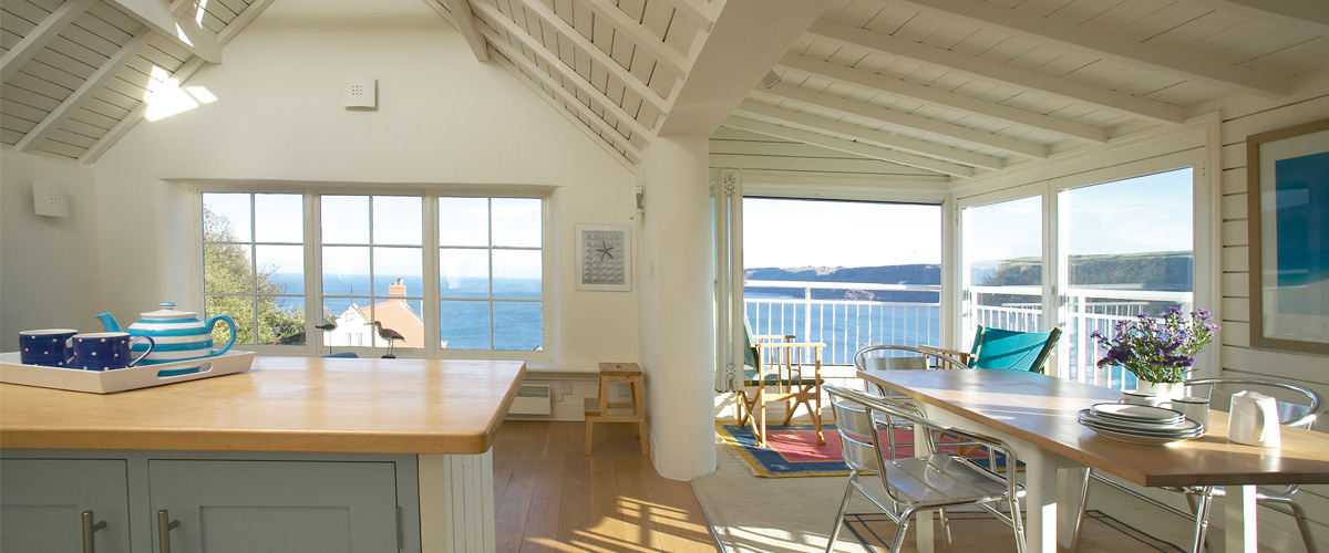 Runswick-Bay-Eco-House-Interior-1200x500