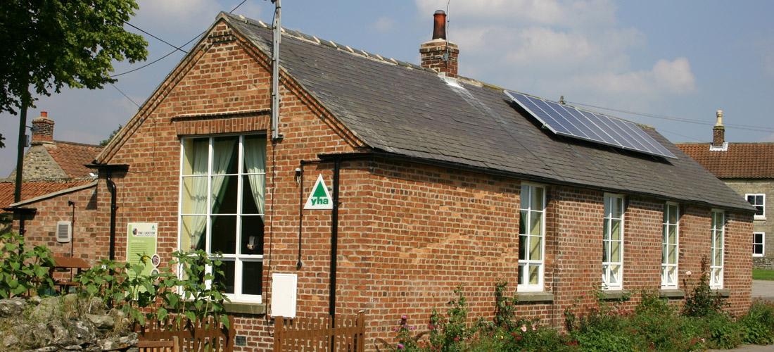 Green-Beacon-Youth-Hostel-1-1100x500