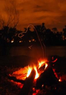 fogon a la orilla del rio