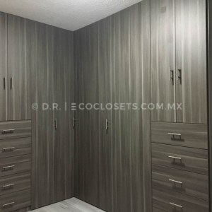 Moderno diseño de closet en equina por Eco Closets Queretaro Mexico