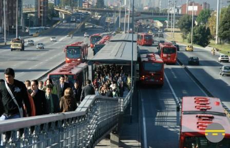 Окремі смуги для громадського транспорту у м. Богота