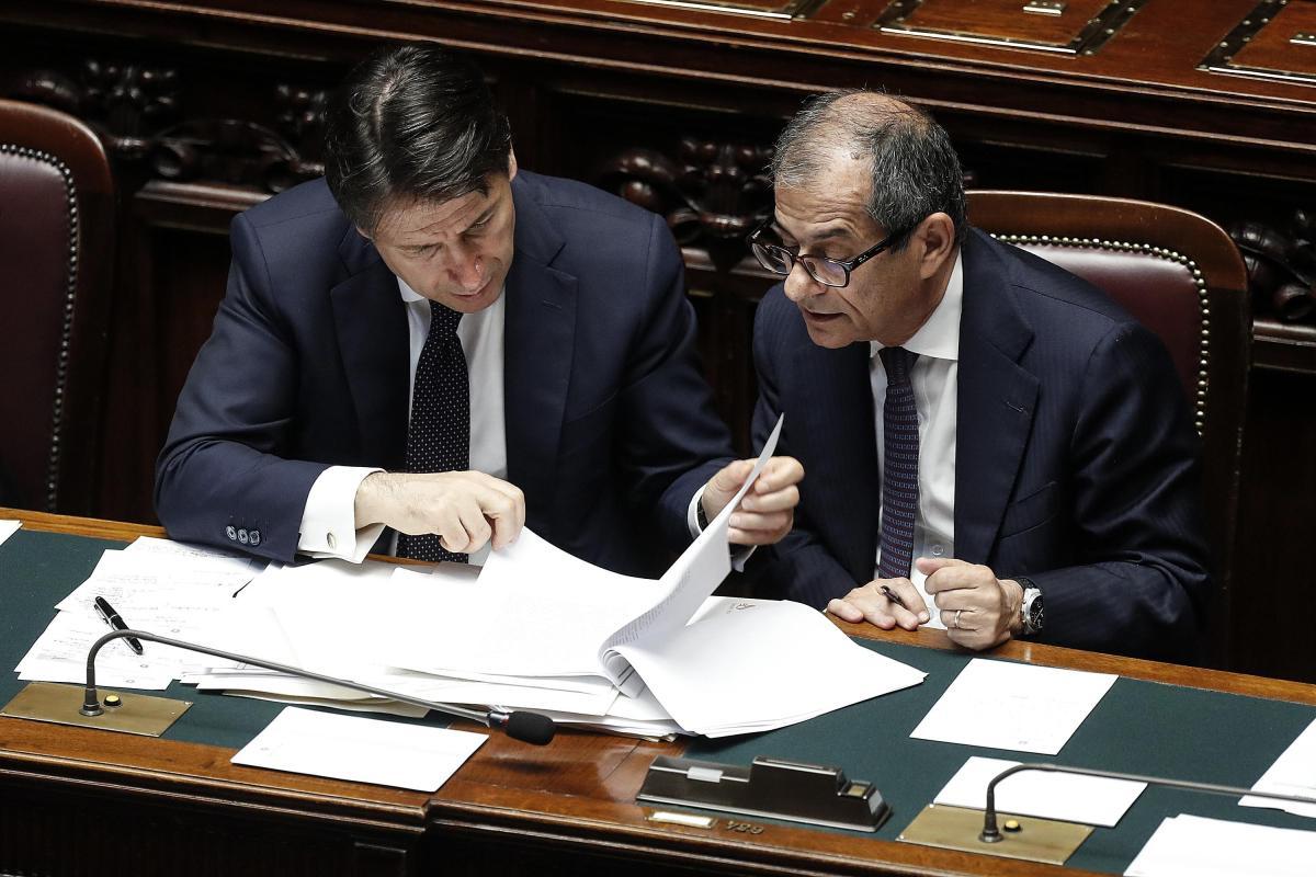 """Scintille di governo su Manovra: """"Tria conosceva il contratto M5S-Lega e ha accettato"""""""