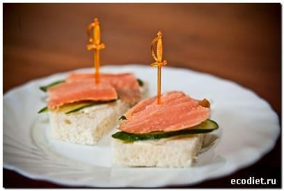 Закусочные бутерброды с красной рыбой - рецепты русской ...