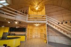 Второй этаж под потолком в купольном доме