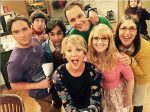these-15-adorable-behind-the-scenes-photos-of-the-big-bang-theory-cast-show-us-the-science-477225