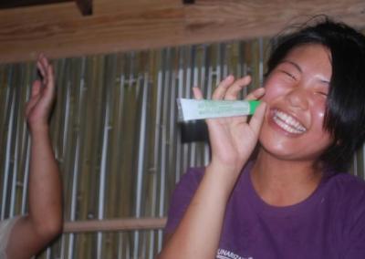 村おこしボランティア中之島コースで地元の方と交流する参加者4