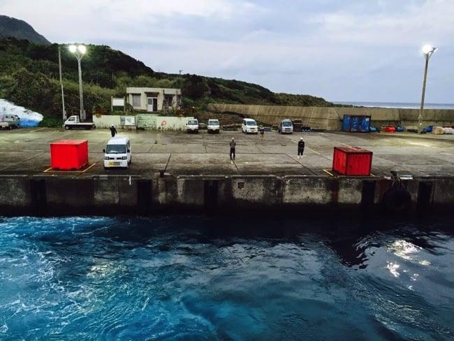 トカラ列島宝島を離れるフェリー