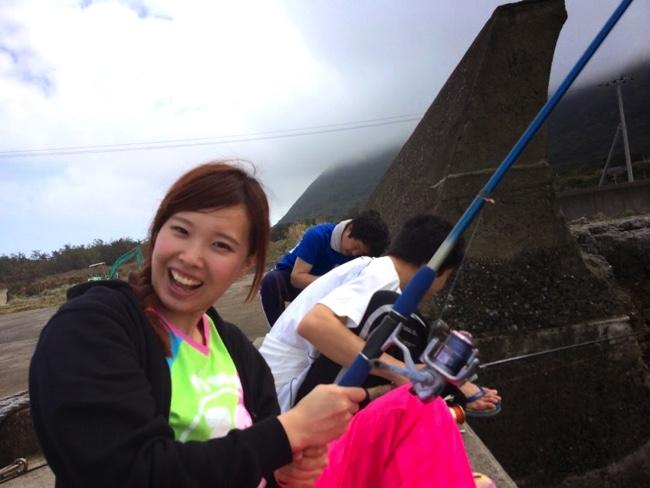 村おこしボランティア【宝島コース】で釣りを楽しむ学生ボランティア