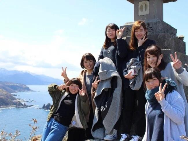 佐渡島観光を楽しむ学生ボランティア