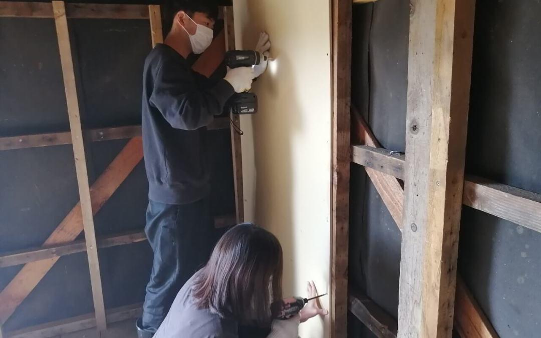 小屋の壁貼り開始!