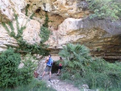 Cueva o balma con refugio