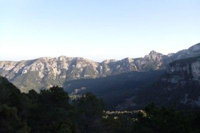El valle vuelve a aparecer impresionante con el Montaspre al fondo