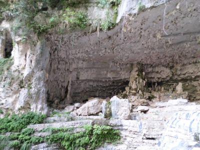 formaciones geológicas en la Cova Pintada
