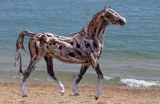 https://i1.wp.com/ecofriend.com/wp-content/uploads/2012/07/recycled-horse-1_7071.jpg