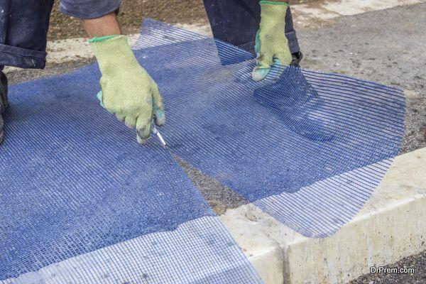 building worker cutting plastic grid 2