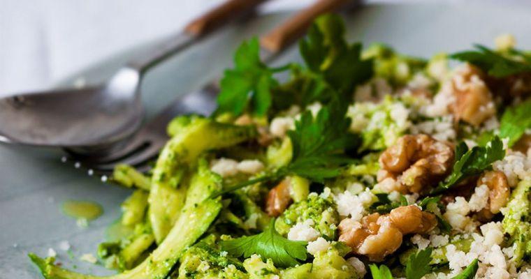 Espaguetis de calabacín con pesto de brócoli