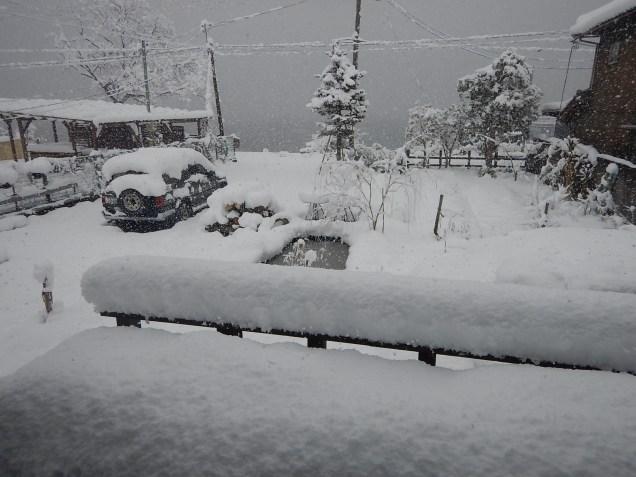 ...still snowing...