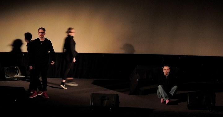 """Connessioni controcorrente/ Una giornata di teatro civile / """"Nel mio paese"""": ribaltare le prospettive per fare chiarezza"""