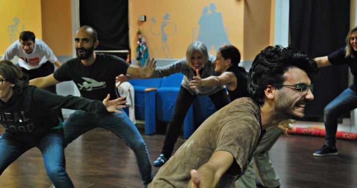 """28 aprile/ """"Cammina cammina"""": teatro al buio alla Piccola Accademia"""