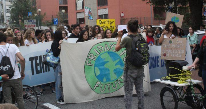 Fridays for future/ La lotta ambientalista sfila per Como