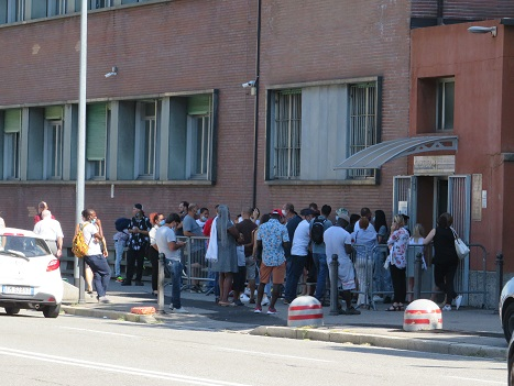 Luigi Nessi/ Persone ammassate, intervengano le istituzioni