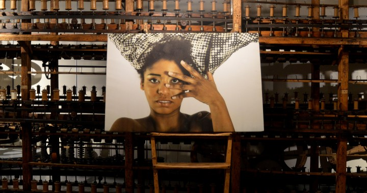 Arte/ Black wave al Museo della seta