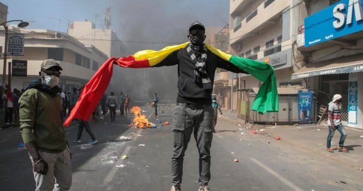Senegal/ Con Sonko contro il colonialismo