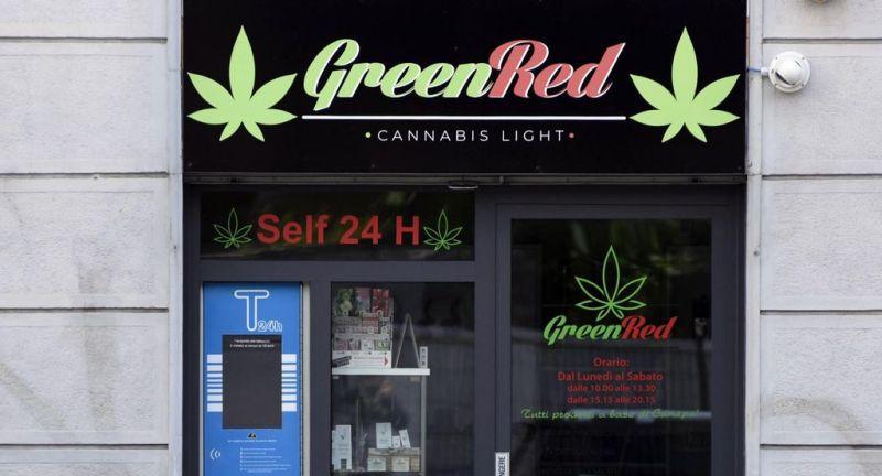 esterno di un negozio di cannabis light