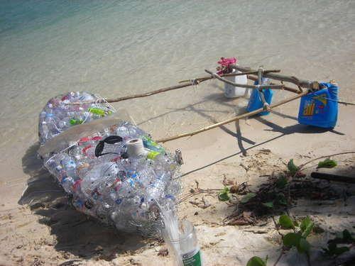 Kayak hecho de Botellas de PET.