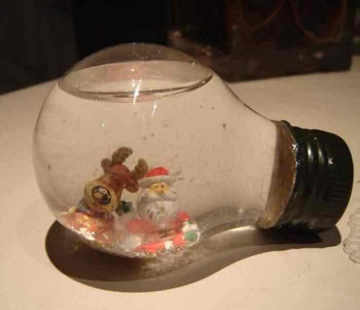 Ideas originales para el reciclaje de bombillas tradicionales - Adornos navidenos artesanales ...