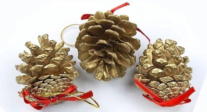 20 adornos navide os reciclados para tu rbol de navidad - Manualidades navidad con pinas ...