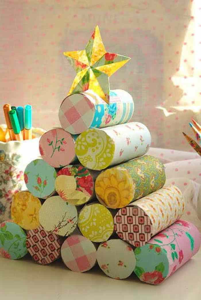 Árbol de navidad con rollos de papel higiénico