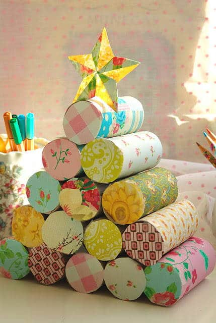 rbol de navidad con rollos de papel higinico