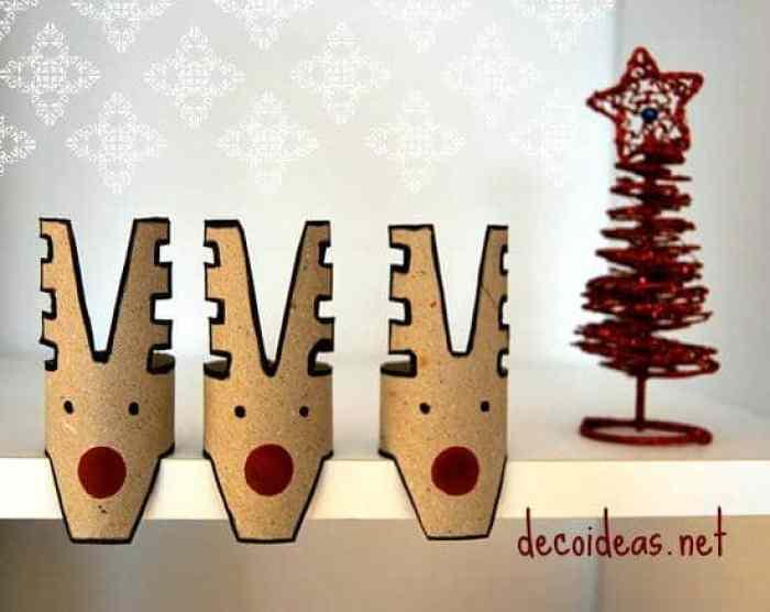 Renos navideños con rollos de papel
