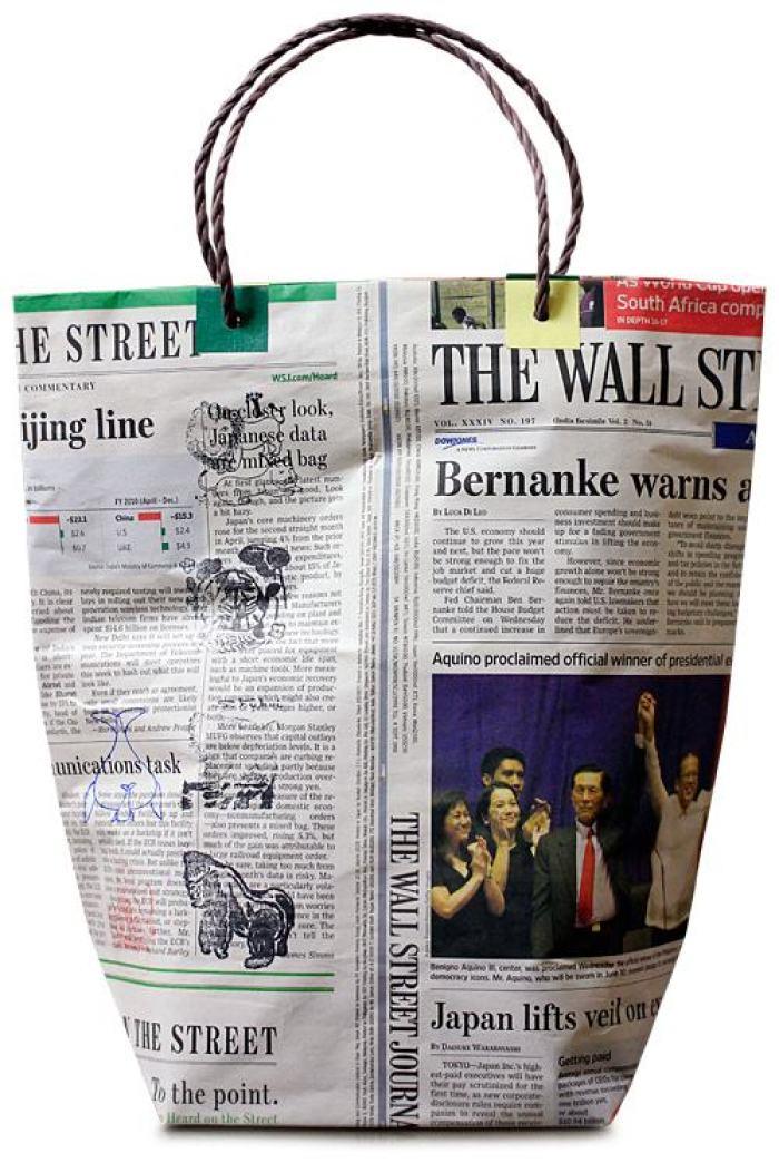 Como hacer una bolsa con papel de peri dicos - Hacer bolsas de papel en casa ...