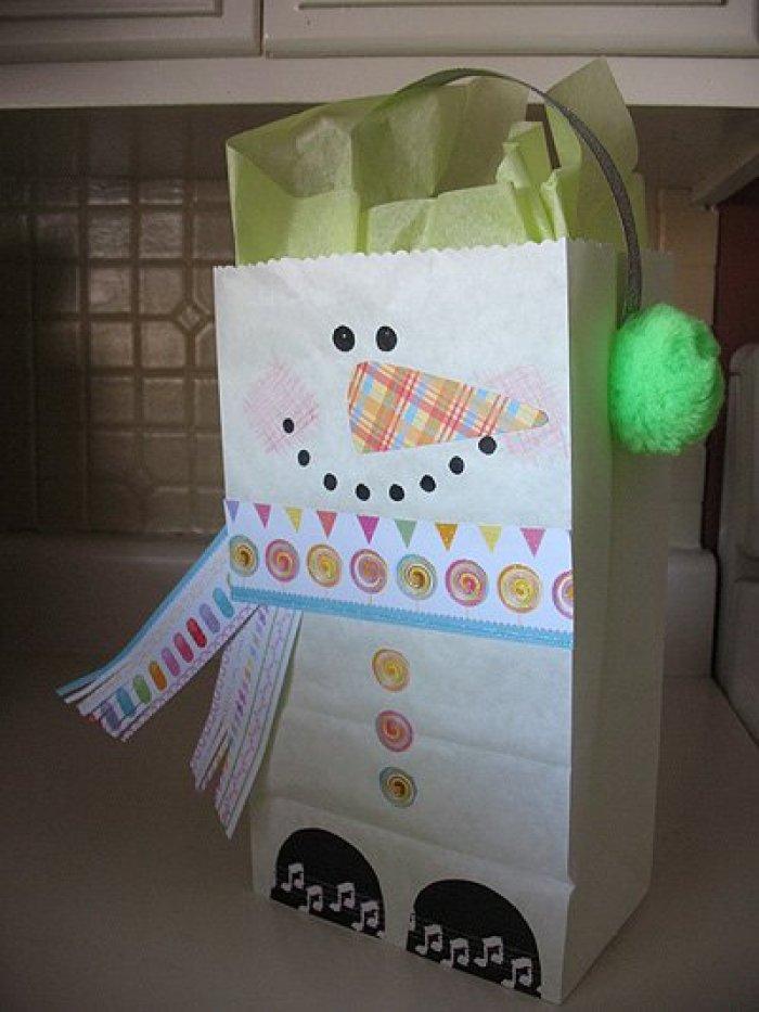 Muñeco de nieve con bolsa de papel