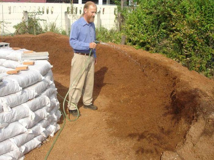 Como construir un domo con sacos de tierra5